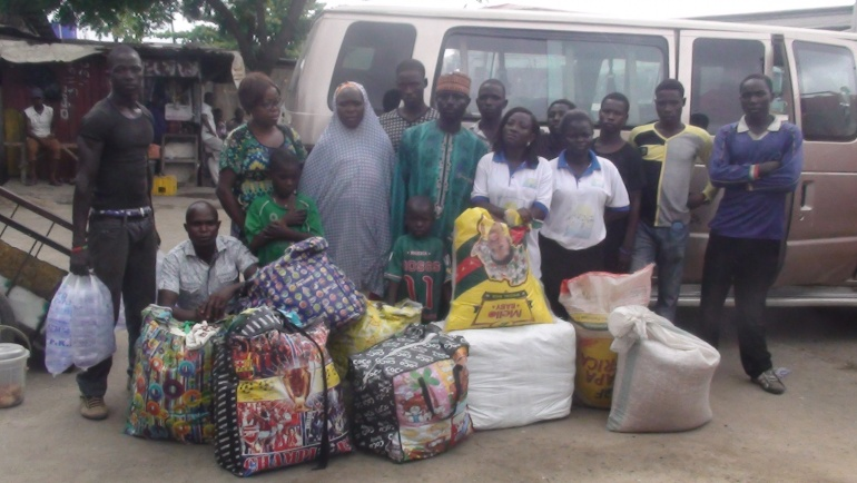 JPGNI  Supplies Relief Materials to Internally Displaced Households Apapa Lagos 2016